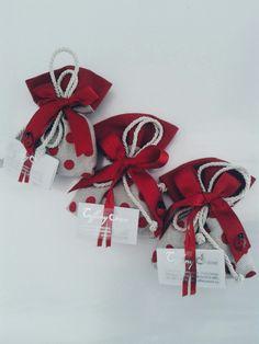 Finalmente ...arriva la tua Laurea. .. realizziamo per te originali sacchettini per festeggiare con i tuoi cari. .