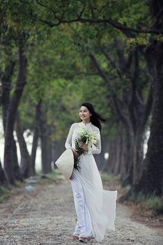 Nu giang vien hot girl rang ngoi ben hoa loa ken