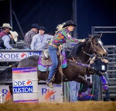 A post from NFR spotlight In position Amberleigh Moore 🍬 NFR qualifier from Bought her mare 'Paige. Barrel Racing Tips, Barrel Racing Saddles, Barrel Saddle, Barrel Racing Horses, Barrel Horse, Horse Racing, Cowgirl And Horse, Horse Girl, San Angelo Texas