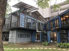 This shipping container office building Shipping Container Design, Cargo Container Homes, Shipping Container House Plans, Building A Container Home, Container Buildings, Container Architecture, Container House Design, Shipping Containers, Container Cabin
