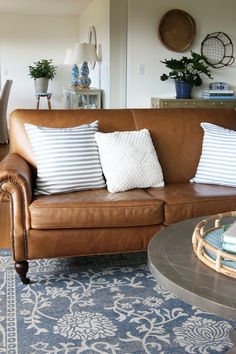 Tips That Help You Get The Best Leather Sofa Deal. Leather sofas and leather couch sets are available in a diversity of colors and styles. A leather couch is the ideal way to improve a space's design and th Leather Living Room Furniture, Home Furniture, Rustic Furniture, Antique Furniture, Modern Furniture, Brown Leather Couch Living Room, Furniture Layout, Furniture Makeover, Outdoor Furniture