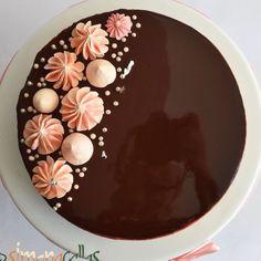 Tort Entremet cu ciocolata si visine - Back Tips - Cake Recipes Cake Decorating Piping, Cake Decorating Designs, Birthday Cake Decorating, Cake Decorating Techniques, Easy Cake Designs, Decoration Patisserie, Dessert Decoration, Oreo Cake Recipes, Dessert Recipes