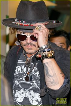 Johnny Depp Poses for Epic Photos with Fans in Japan June 19, 2017