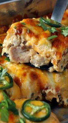 Low Carb Buffalo Chicken Jalapeno Popper Casserole #gamedayrecipes #healthy #chicken