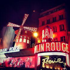 Moulin Rouge #moulinrouge #paris #voulezvouscoucheravecmoi #cabaret #parisbynight #red - @din0u- #webstagram