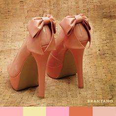 #PrimaveraVerano2013 Las posibilidades para #combinar tus #Pumps Salmón Charol son muchas, te compartimos una paleta de #colores para armonizar a la perfección: http://www.brantano.com.mx/producto/903-pump-salmon-charol.aspx.  #moda #zapatillas #zapatos #Brantano #pink #shoelove