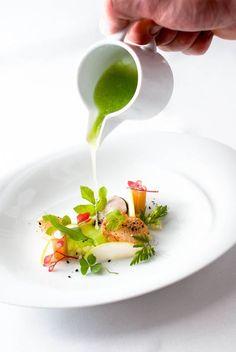 Maldon Oyster & Scallop, Cucumber, Apple - Steffen Sinzinger - The ChefsTalk Project Gourmet Desserts, Gourmet Food Plating, Gourmet Recipes, Cooking Recipes, Michelin Star Food, Sashimi, Chefs, Restaurant Recipes, Food Design