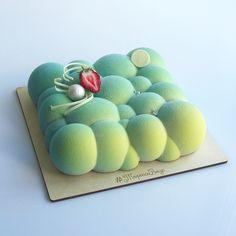 strawberry mug cake Beautiful Cakes, Amazing Cakes, Moose Cake, Circle Cake, Cloud Cake, Coffee Latte Art, Pastry Art, Fancy Desserts, Holiday Cakes