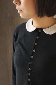 Peter pan collar.