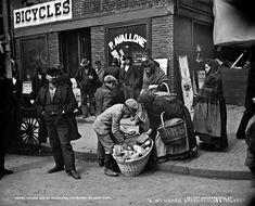 vintage photos of new york | Italian bread peddlers, Mulberry Street, New York City, 1900