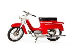"""Skuter """"Jawa 50"""", typ 20 1967-1982 Czechosłowacja  metal, 106 x 185 x 89 cm skuter wyposażony w silnik Jawa 223, po remoncie silnika, zarejestrowany"""