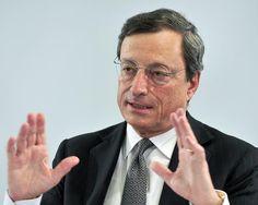 """26. Juli 2012 EZB-Präsident Mario Draghi hält in London eine historische Rede, in der er ankündigt, alle Maßnahmen zu ergreifen, um den Euro zu retten (""""whatever it takes"""")."""