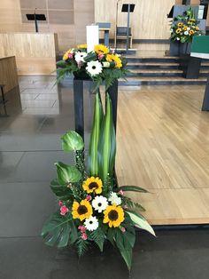Tropical Floral Arrangements, Large Flower Arrangements, Vase Arrangements, Floral Centerpieces, Flower Vases, Altar Flowers, Church Flowers, Flower Decorations, Table Decorations