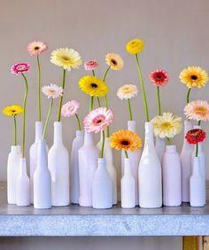 The 10 Secrets of The Gerbera . Bottle Painting, Bottle Art, Vase Crafts, Diy Crafts, Fresh Flowers, Beautiful Flowers, Exotic Flowers, Purple Flowers, Wild Flowers