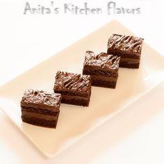 """O prajiturica buna, buna de tot cu ciocolata """"asa cum imi place mie"""":)) Este prima prajitura pe care am facut-o, eram prin clasa a VIII-a..."""
