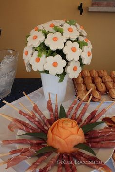 Tea party-love the sandwich bouquet! Snacks Für Party, Appetizers For Party, Meat Appetizers, Cute Food, Good Food, Fingerfood Party, Edible Arrangements, Edible Centerpieces, Tea Sandwiches