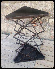Table industrielle. Métal patine graphite et rouille. Guéridon, bout de canapé, table basse, table haute... Hauteur maxi : 110cm. Prix : www.hods-design.com