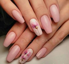 We all want beautiful but trendy nails, right? Here's a look at some beautiful nude nail art. Cute Nails, Pretty Nails, My Nails, Flower Nail Designs, Pink Nail Designs, Nails Design, Nail Manicure, Nail Polish, Minimalist Nails