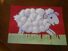 """plakwerkje met watten bij """"Het negenennegentigste schaap of Van schaapjes tellen val je in slaap"""" - Isabel Abedi"""