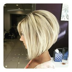 chic short hair styles are easy to do. Find out the best chic short hair styles you can try this winter that are going to be a hair trend of Modern Bob Hairstyles, Inverted Bob Hairstyles, Bob Hairstyles For Fine Hair, Medium Bob Hairstyles, Hairstyles Haircuts, Hairstyles Pictures, Classic Hairstyles, Blonde Hairstyles, Pixie Haircuts