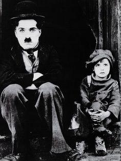 """Charles Chaplin y Jackie Coogan en """"El Chico"""" (The Kid), 1921"""