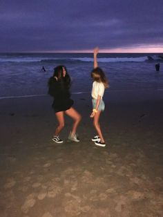 F o r e v e r bff pictures, summer pictures, best friend goals, best friend pictures, insta Photos Bff, Best Friend Photos, Best Friend Goals, Friend Pics, Bff Pics, Summer Pinterest, Cute Friends, Best Friends, Summer With Friends