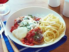 Chicken Parmesan : Tyler Florence : Food Network: made this for dinner tonight and it was AWESOME! Tyler Florence, Florence Food, Top Recipes, Cooking Recipes, Cooking Food, Easy Recipes, Cooking Steak, Cooking Bacon, Al Dente