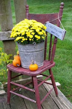 I Repurposed an Unwanted Kitchen Chair to Use in My Yard/Garden - I stopped at a local yard sale and picked this chair up for $2. The previous owner had already…