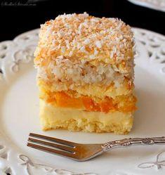 Ciasto Brzoskwiniowo-Kokosowe - Przepis - Słodka Strona Polish Recipes, Pie Recipes, Sweet Recipes, Dessert Recipes, Cooking Recipes, Brownie Cake, Homemade Cakes, Mini Cakes, Cakes And More