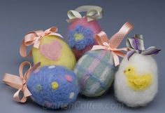 Here's an easy way to try needle felting (and it's not hard) -- DIY these pastel Easter Eggs with tutorial on CraftsnCoffee.comty