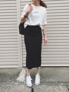 Ladylike like tight skirt coordination 20 selections - Unmanned! Ladylike like tight skirt coordination 20 selections - Long Skirt Outfits, Modest Outfits, Modest Fashion, Casual Outfits, Cute Outfits, Long Skirt Fashion, Skirt Ootd, Casual Skirts, Casual Jeans