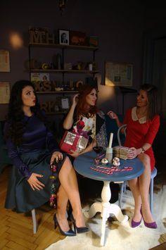 Girls talk Shooting for our Christmas Story Editorial #estilotendances #Christmas #editorial