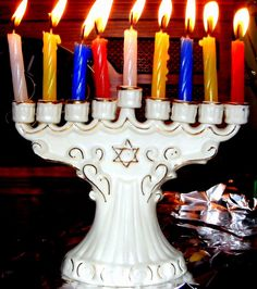 ☞ Michael Sussman (מיכאל זיסמאַן), Last night of Hanukkah, 11 Dec. 2007. Flickr, 12 Dec. 2007, under a Creative Commons license.
