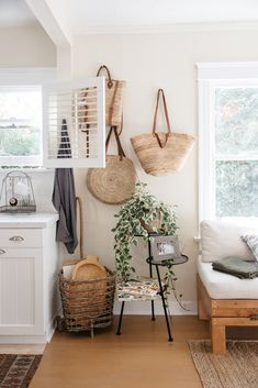 woven shopping totes intiny canal cottage in venice, ca. / sfgirlbybay