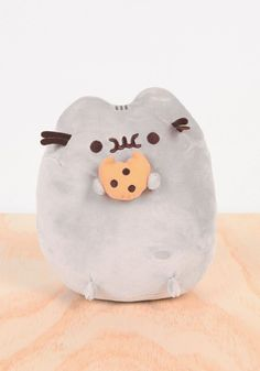 Make one special photo charms for your pets, compatible with your Pandora bracelets. PUSHEEN Pusheen with Cookie Plush Cute Pillows, Diy Pillows, Cute Stuffed Animals, Cute Animals, Pusheen Cute, Pusheen Stuff, Teach Dog Tricks, Dog Hacks, Stuffed Animal Patterns