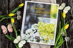 Mein erstes Buch Einfach natürlich ist erschienen und es zeigt euch in über 200 Rezepten wie man mit der Natur leben kann. Hausmittel, Kräuter, Naturkosmetik uvm warten auf dich! Gratis Download, Herbalism, Health Fitness, Table Decorations, Blog, Magazines, Gardening, Beauty, The Bucket List