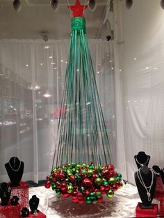 Image effect for Christmas window for jewelry… - Diy Jewelry Projects - Image . Unusual Christmas Trees, Christmas Tree Images, Alternative Christmas Tree, Christmas Tree Themes, Noel Christmas, Xmas Decorations, Christmas Projects, Creative Christmas Trees, Xmas Tree
