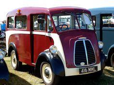Morris J bicolor Morris Minor, Vintage Vans, Custom Vans, Commercial Vehicle, All Cars, Station Wagon, Old Trucks, Cars And Motorcycles, Transportation