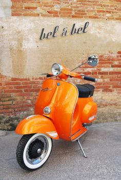 Vespa Super 125 orange pearl. #Vespa #VespaSuper #vespalovers https://ianneateblog.wordpress.com/