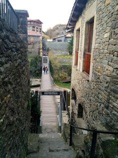 Rutas Mar & Mon: La Roca Foradada en Cantonigrós - Rupit y Prüit - Salt de Sallent Medieval Town, Spain Travel, Country, Blog, Bridges, Costa, Traveling, Places To Visit, Elopements