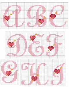 Alfabetos românticos em ponto cruz