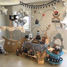Pirate Halloween Decorations, Decoration Pirate, Birthday Party Decorations, Happy Birthday Decor, Deco Pirate, Pirate Theme, Pirate Food, First Birthday Parties, First Birthdays