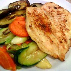 Egy finom Grillezett csirkemell sült zöldségekkel ebédre vagy vacsorára? Grillezett csirkemell sült zöldségekkel Receptek a Mindmegette.hu Recept gyűjteményében!