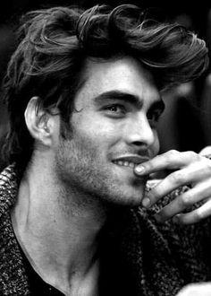 Mens Messy Hairstyles, Mens Hairstyles Pompadour, Undercut Hairstyles, Messy Pompadour, Pompadour Men, Bald Fade, Mens Hair Trends, Fade Haircut, Haircuts For Men