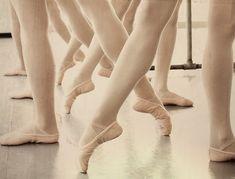 Centro Cubos de Dança : Sapatilha de meia ponta: o fiel companheiro na dança