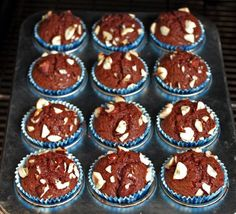 Got nutella laying around needing to be used up? 1 cup nutella, 2 eggs and 10 tbsp flour. mix and cook - easy as that :) Nutella Brownies, Cupcakes Nutella, Nutella Muffins, Brownie Cupcakes, Just Desserts, Delicious Desserts, Dessert Recipes, Yummy Food, Tasty