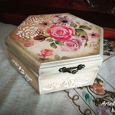 Ξύλινο ρομαντικό κουτί ντεκουπάζ... Decoupage romantic wooden box...