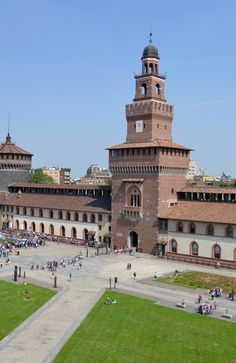 Camplus Milan- student trip to Castello Sforzesco