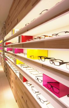 Villa Optica Apeldoorn | Retail | By Bleeker Concepts Retail Interior Design, Showroom Design, Retail Store Design, Eyewear Shop, Optical Shop, Retail Merchandising, Furniture Factory, Shop Interiors, Interiores Design