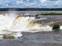 Maravilla del mundo. Garganta del diablo Cataratas del Iguazú #nature #naturelovers #landscape #traveling #turismo #trip #travel #tourism #waterfall #awesome #amazing #beatiful #river #theend #view #instatravel #instadaily #instagram #fall #cataratasdeliguazu #misiones #argentina #southamerica by viajeros.arg
